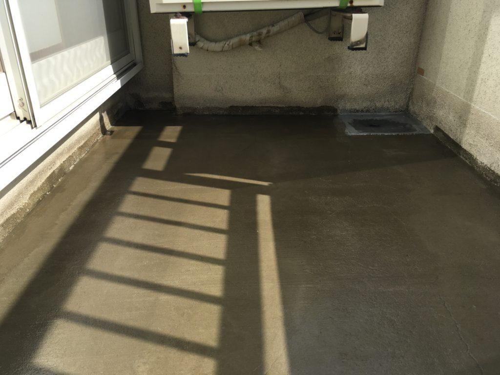塗膜防水自着シート工法