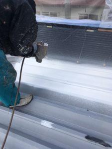 屋根折半塗装。