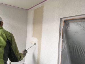 外壁中塗り、微弾性。